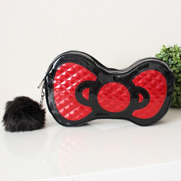 41b33c8e36 Hello Kitty Sanrio Quilted Red Black Bow Clutch. M 5c47d8c2bb761598918e437d